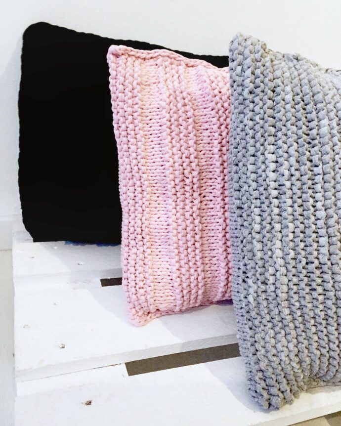 Cojín de suelo de ganchillo hecho a mano moderno