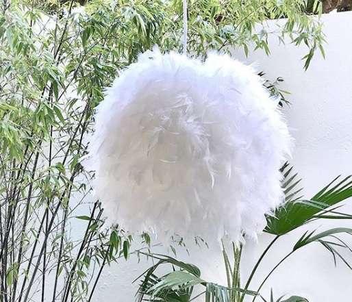 lampara plumas blanca